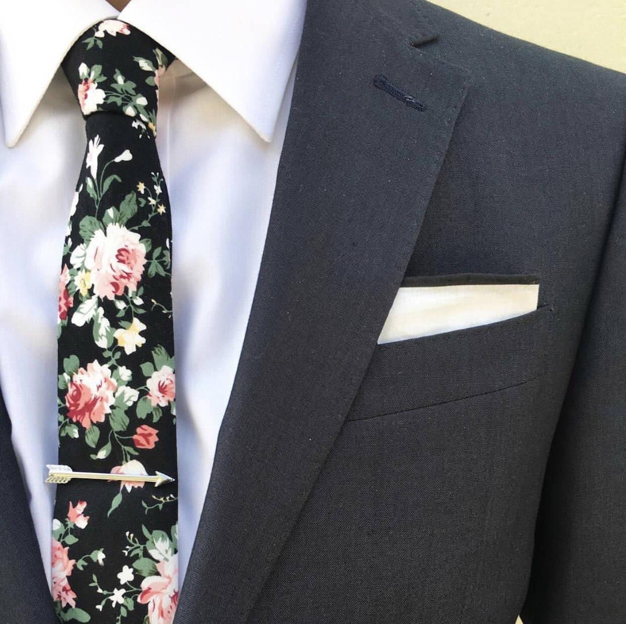 black floral tie photo - 1