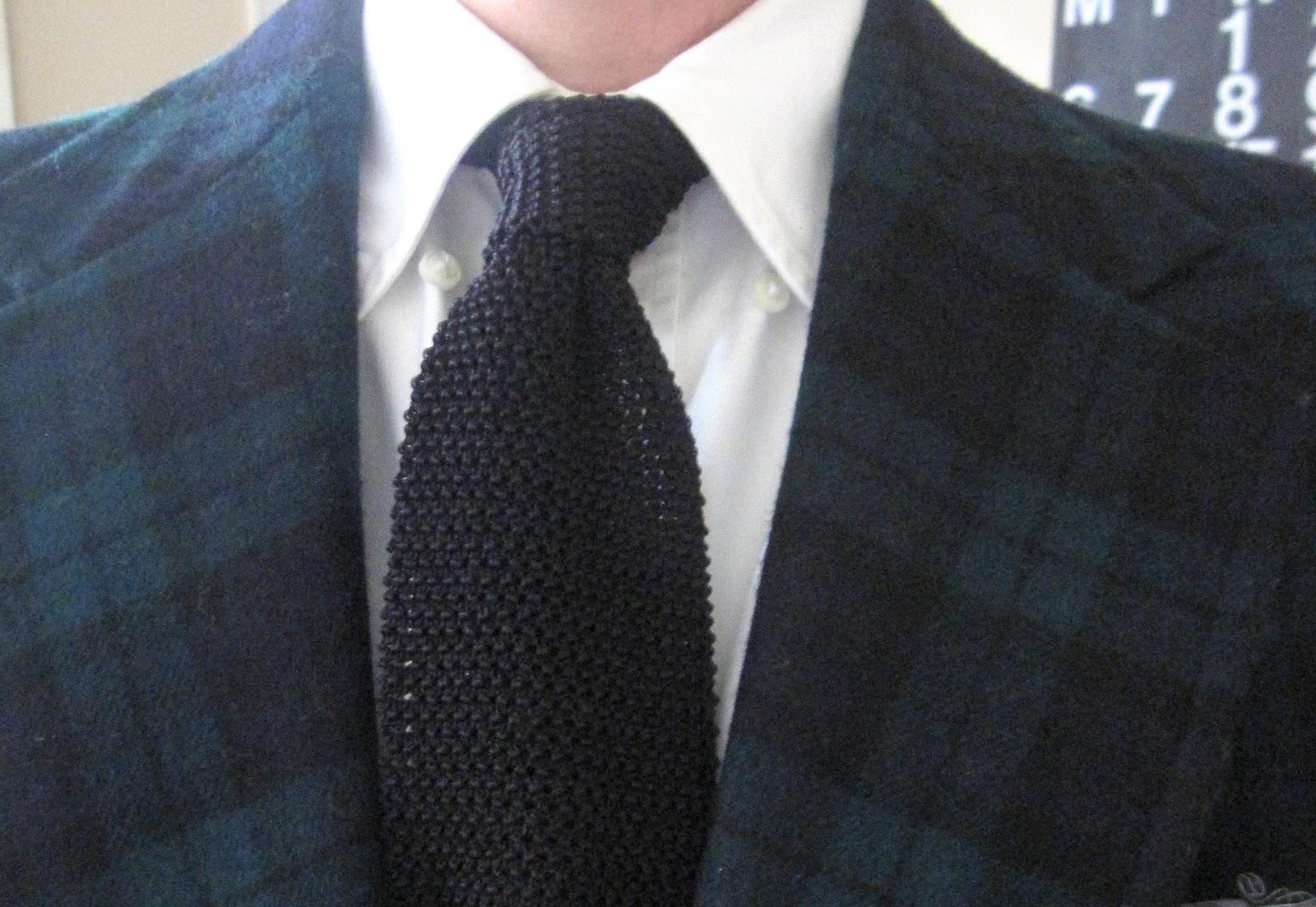 black knit tie photo - 1