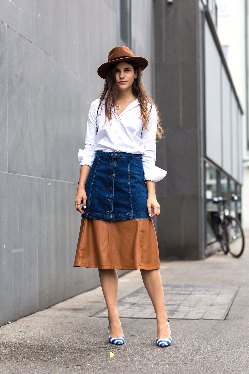 blue jeans fashion with blue buttons shirt office outfit photo - 1