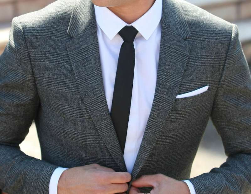 gray suit black tie photo - 1