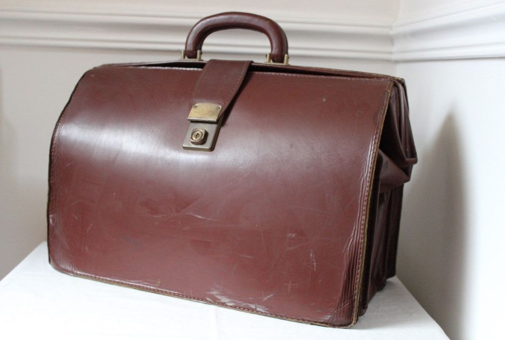 large leather briefcase photo - 1