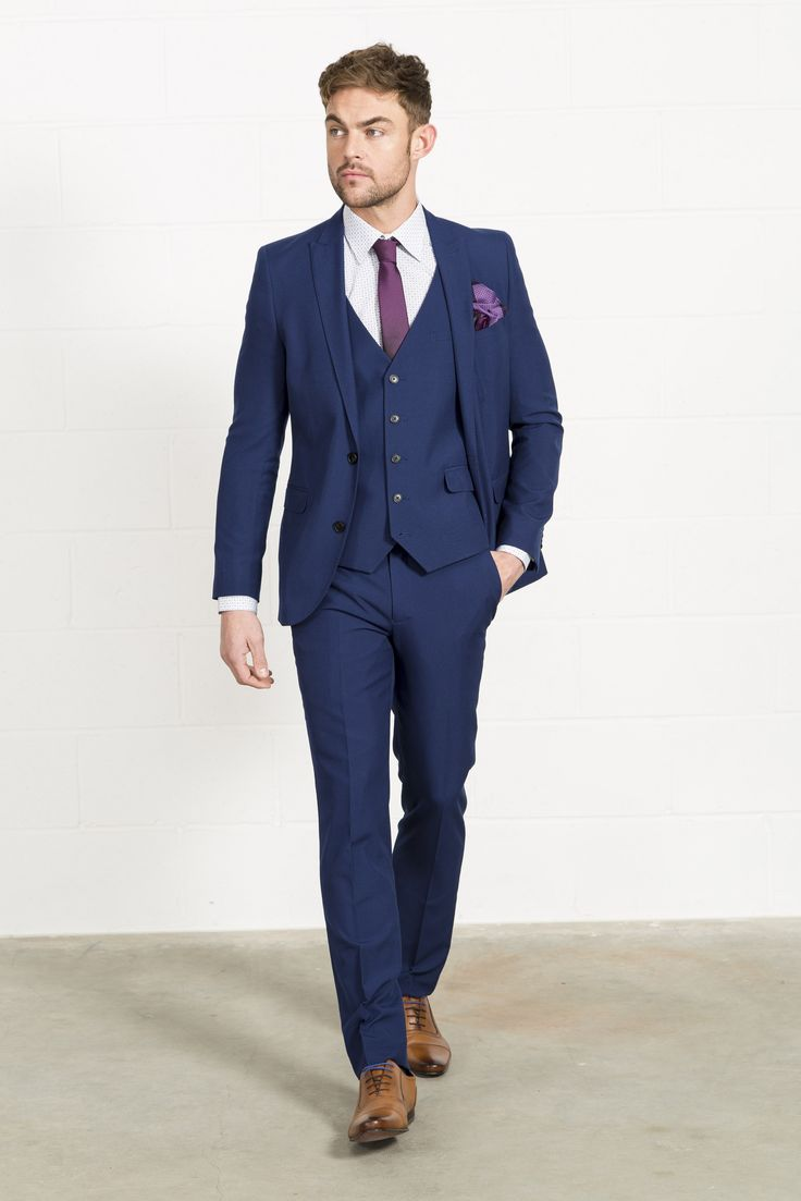 men navy suit photo - 1