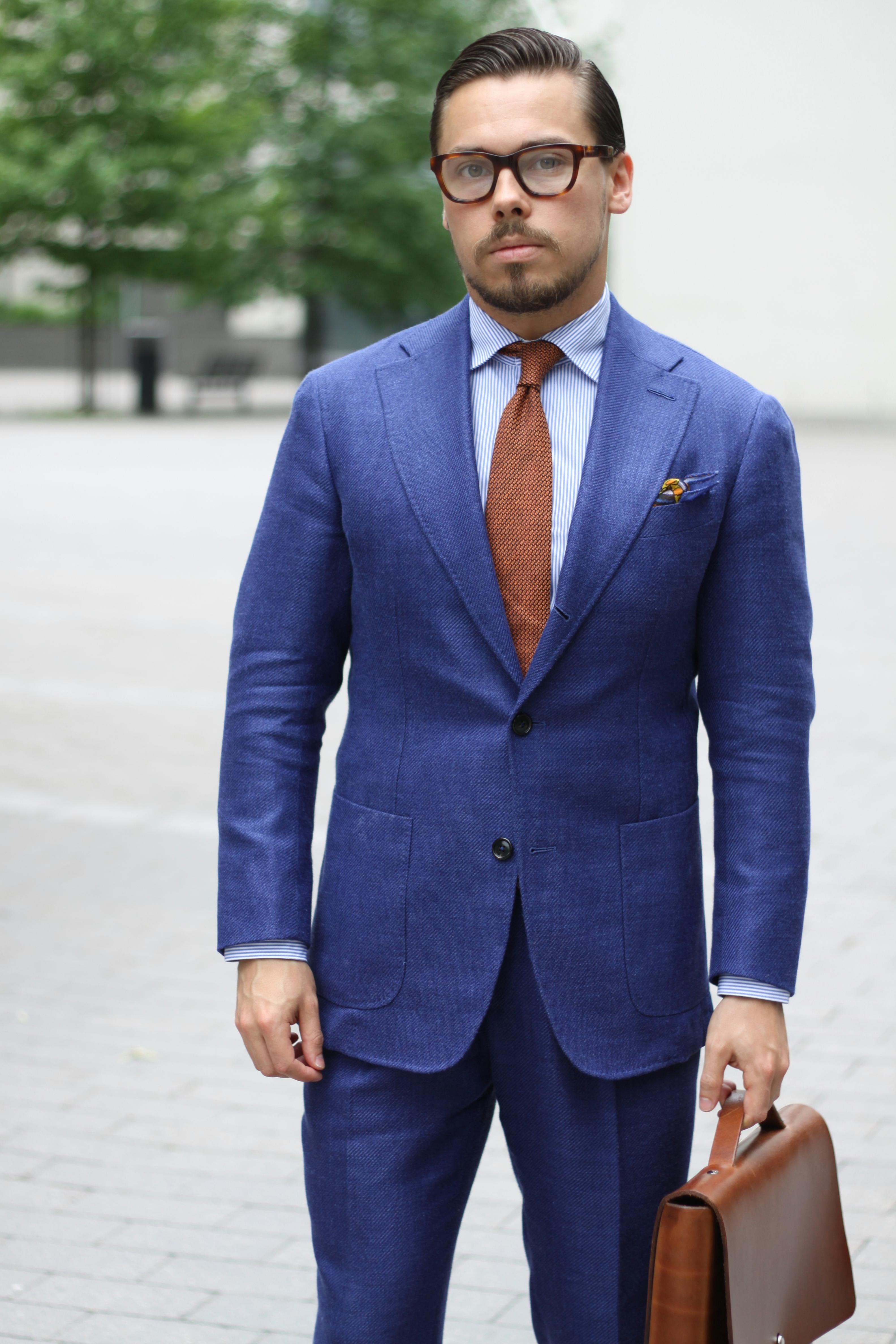 navy suit blue tie photo - 1
