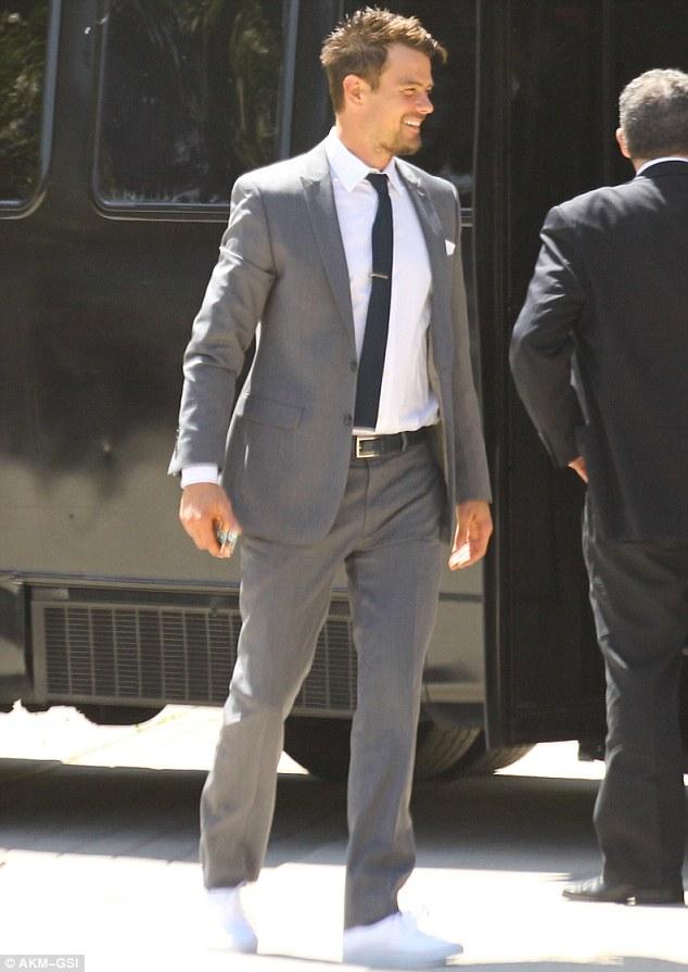 navy suit grey tie photo - 1