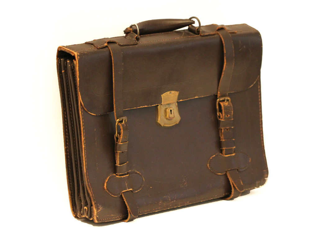 old briefcase photo - 1