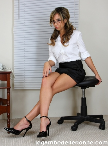 open shirt office flirt milf photo - 1