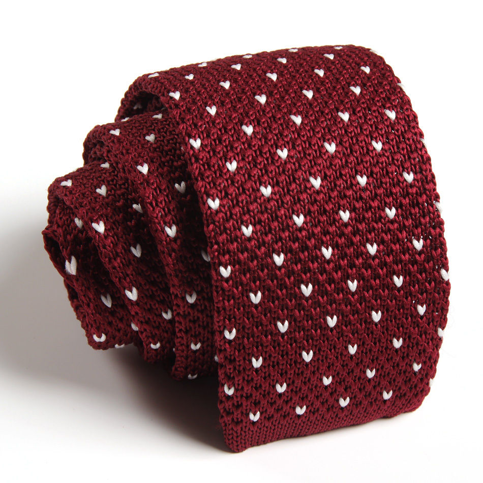 red knitted tie photo - 1