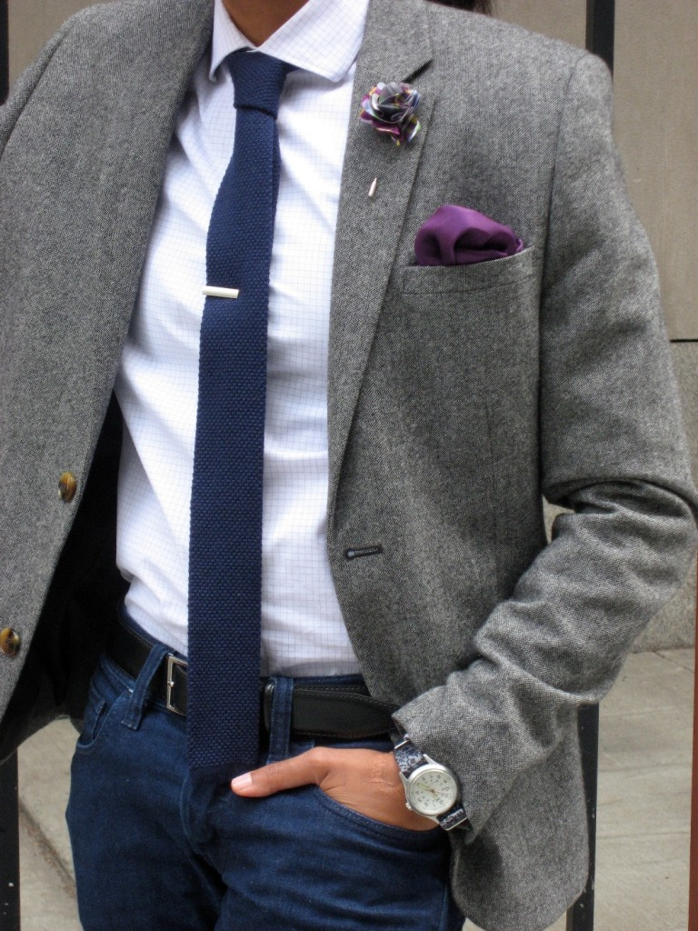 shirt and tie with jeans photo - 1