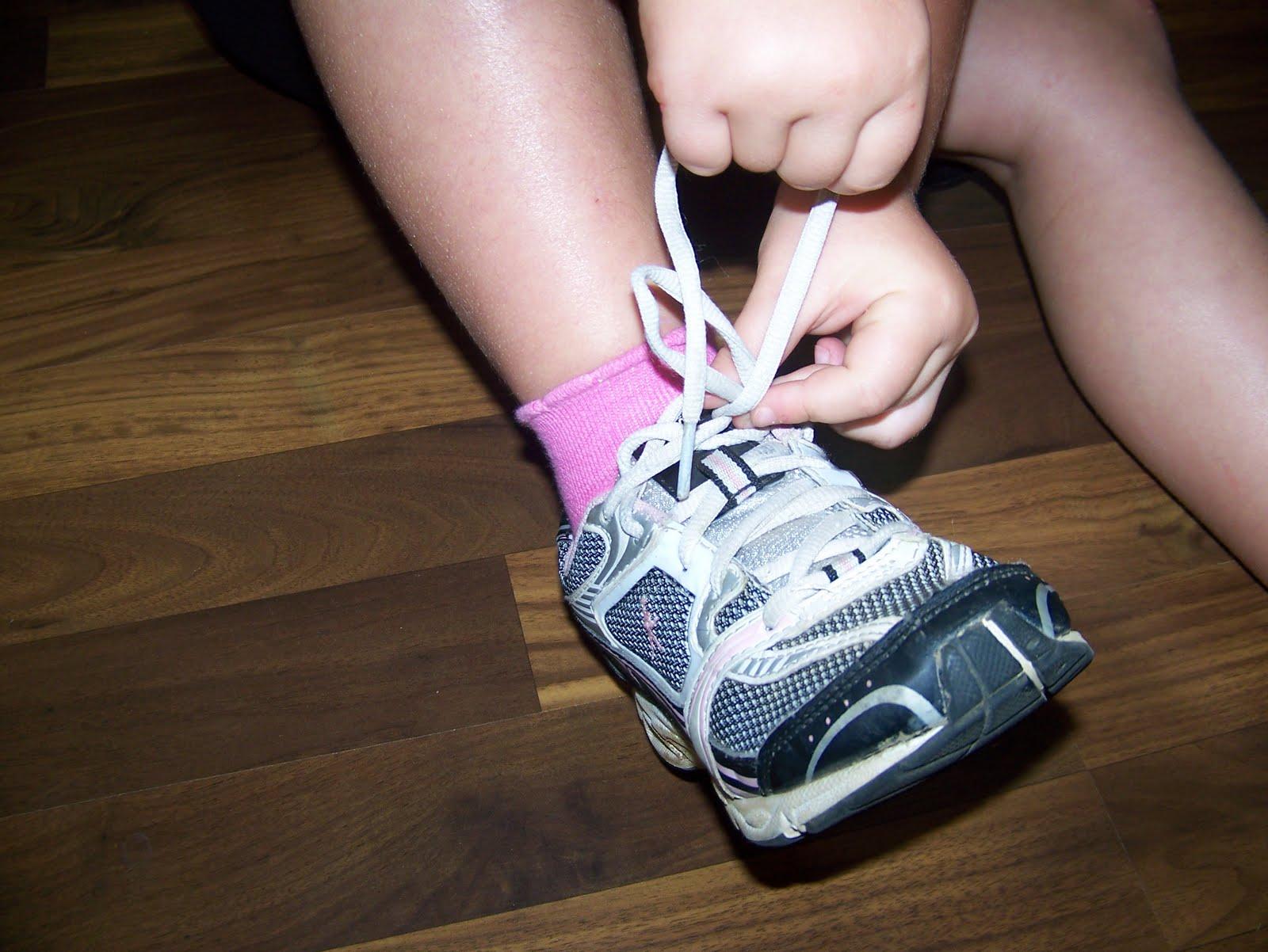 tie my shoe photo - 1
