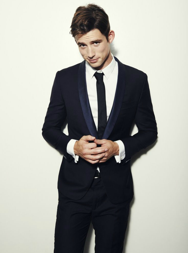 what color tie with black suit photo - 1