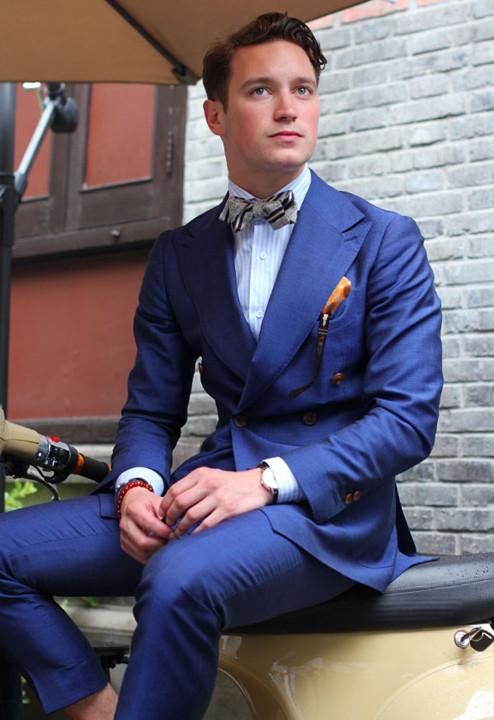 white shirt blue tie photo - 1