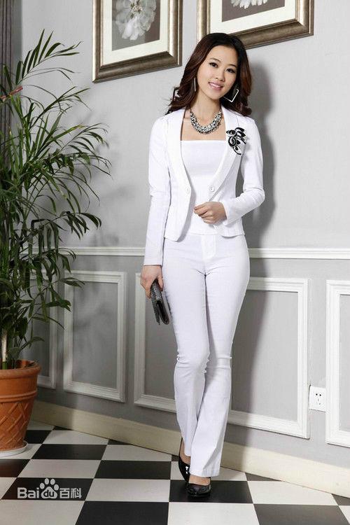 white suit women photo - 1