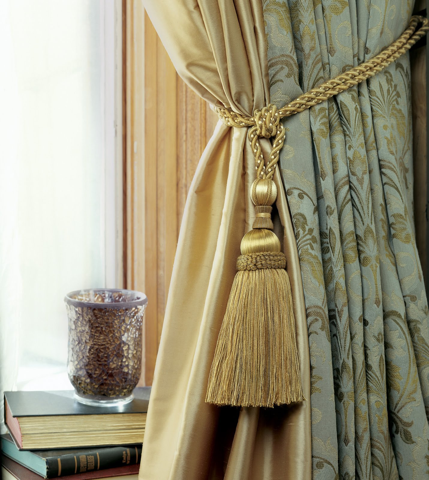 curtain tie photo - 1