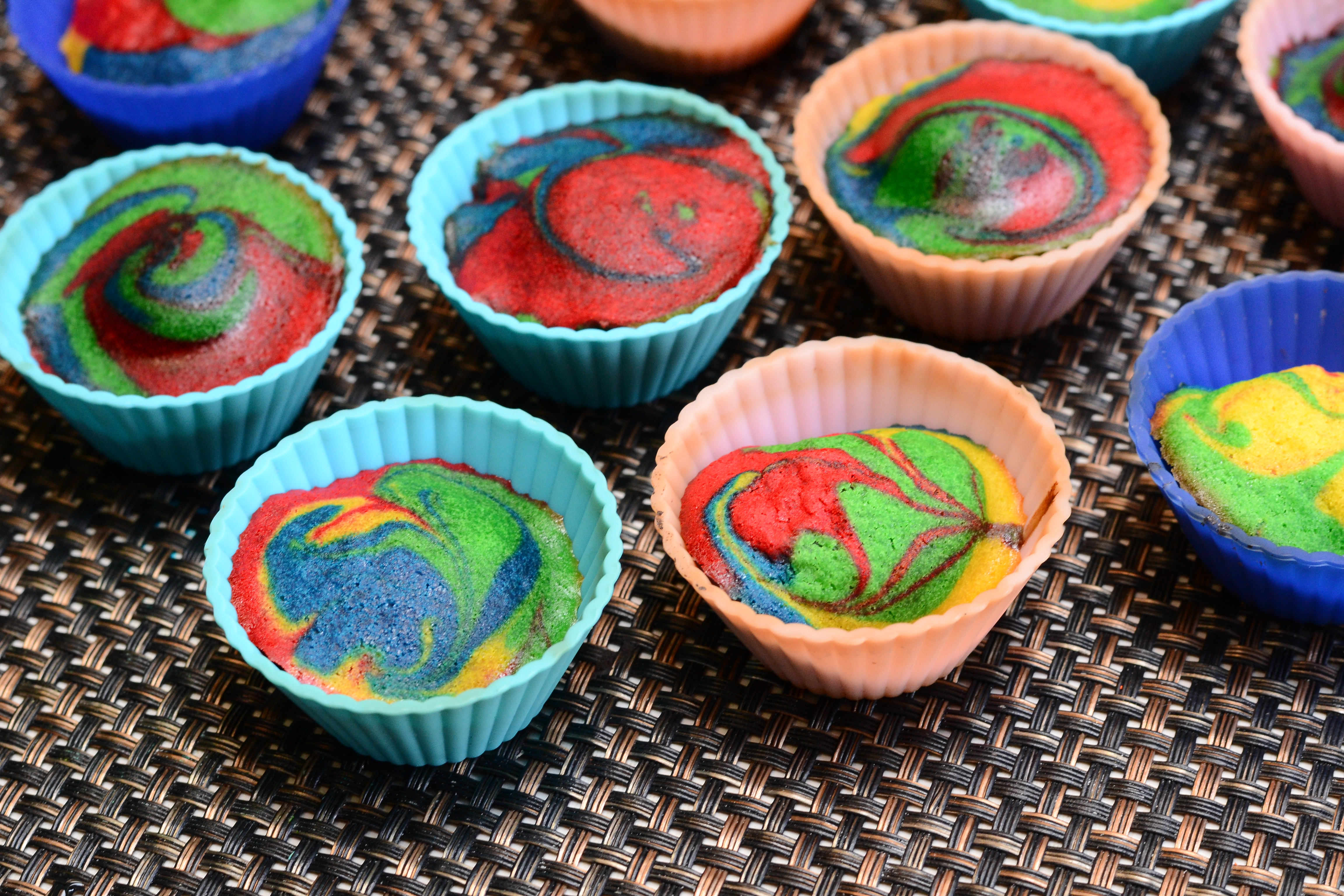 how to make tie dye cup cakes photo - 1