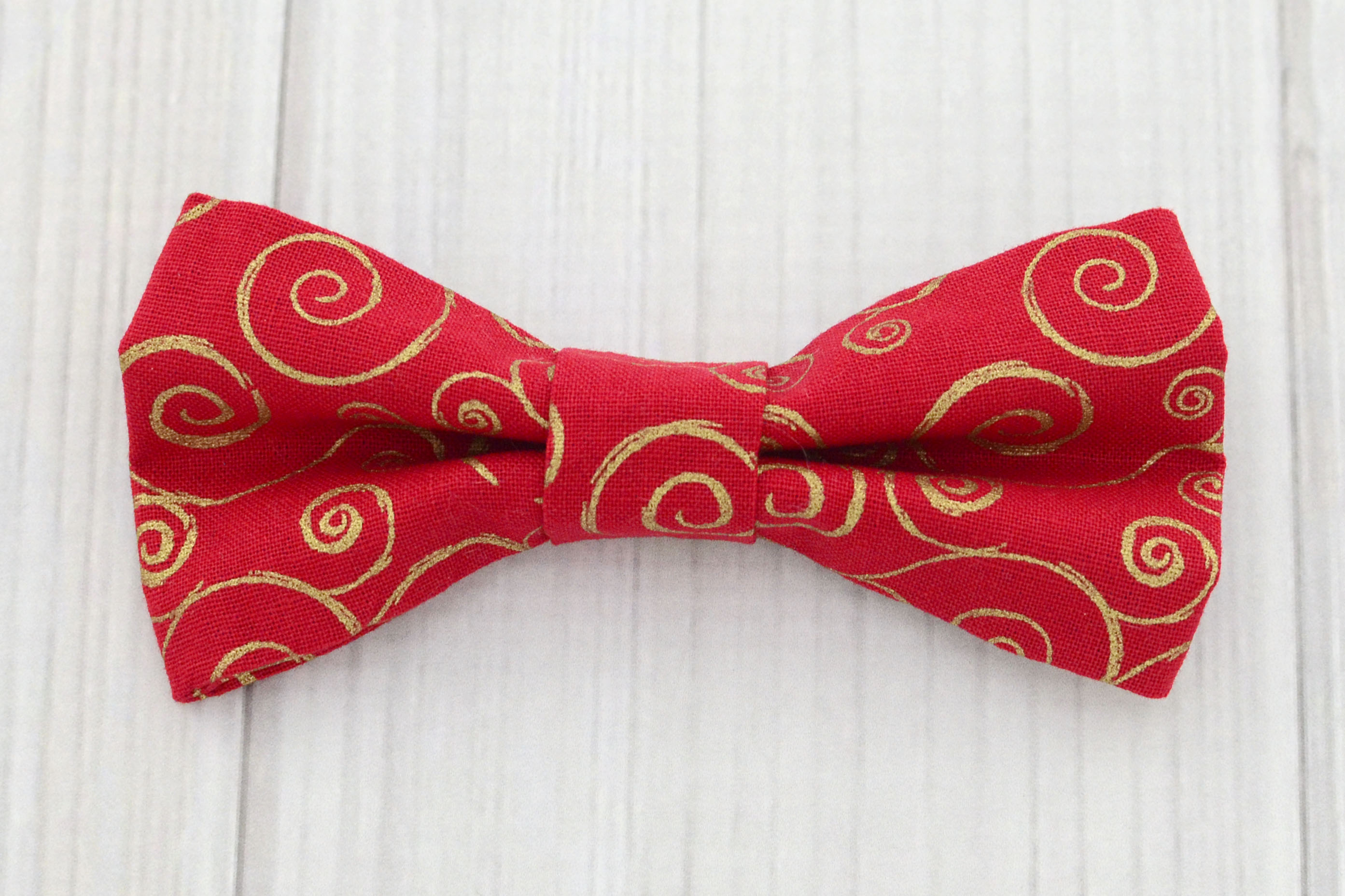 red and gold tie photo - 1