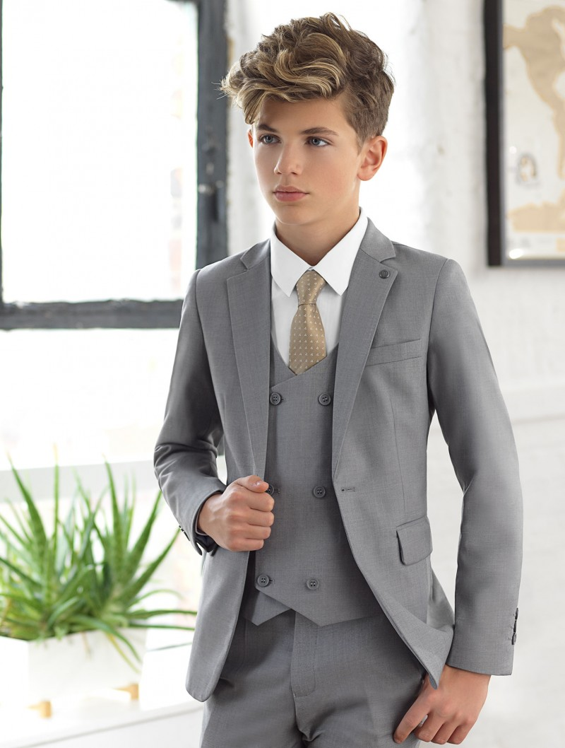 what color tie with dark blue shirt photo - 1